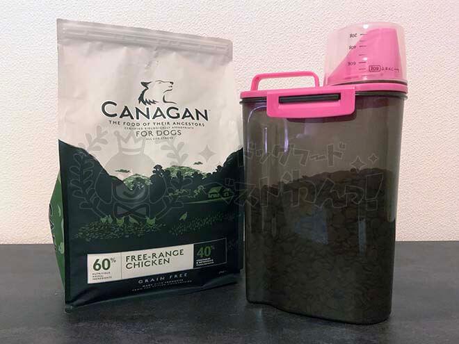 カナガンとドッグフードの保存容器の写真